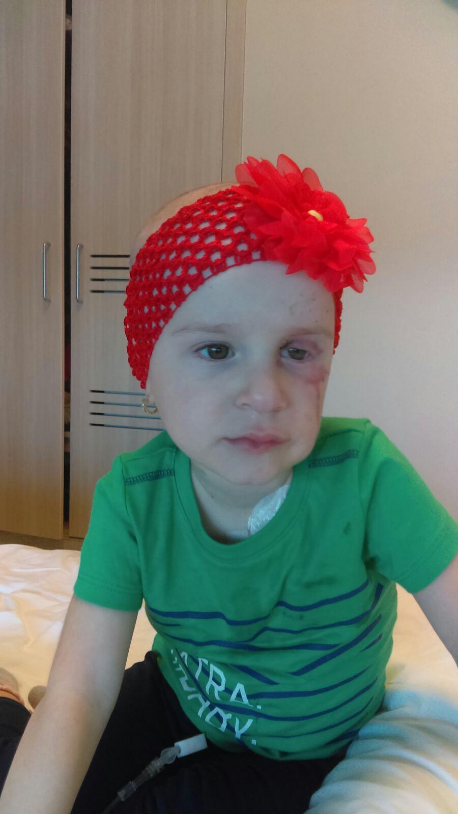 Sufar de o boala extrem de rara, CANCER ocular! Te rog, SALVEAZA-MA!