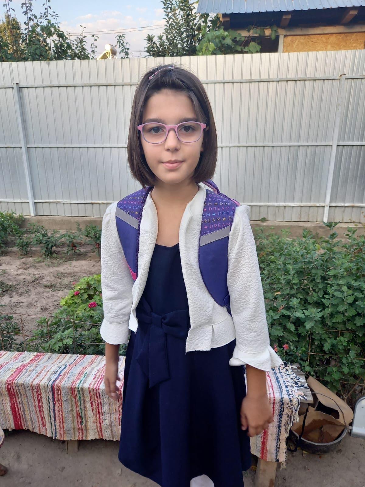 Update-28.09.2020-Mara, fetita premianta, a inceput scoala datorita voua, oameni dragi!
