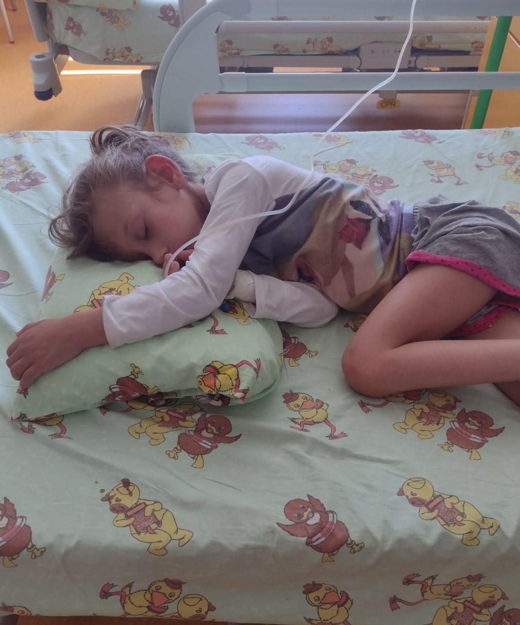 UPDATE 21.10.2021 – Micuța Naiana trebuie să se opereze la inimioară, dar la spital nu mai este loc😓